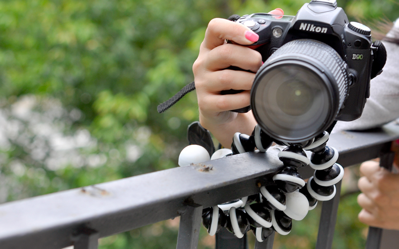 Flexible Spider Tripod for Camera and Camcorder - Lightweight & Adjustable