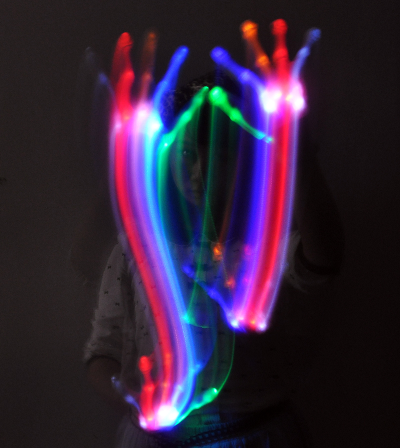 images/wholesale-buy/Color-Changing-LED-Gloves-5-Colors-6-Flashing-Modes-plusbuyer_5.jpg