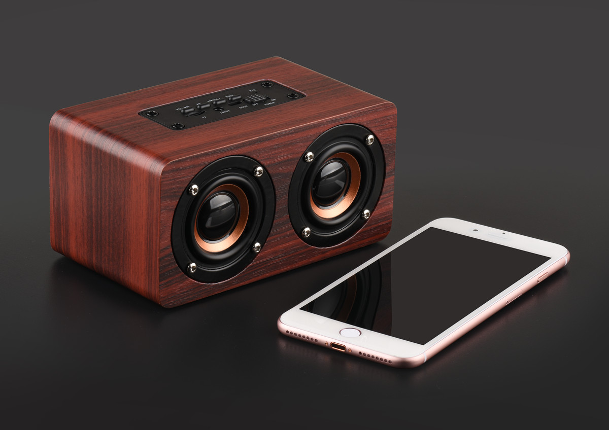 images/wholesale-electronics-2019/Wooden-Bluetooth-Speaker-10W-Output-Power-35mm-Audio-Input-Control-Panel-Build-in-Mic-plusbuyer_7.jpg